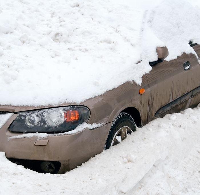 Aktionen bei Schneesturm auf dem Weg