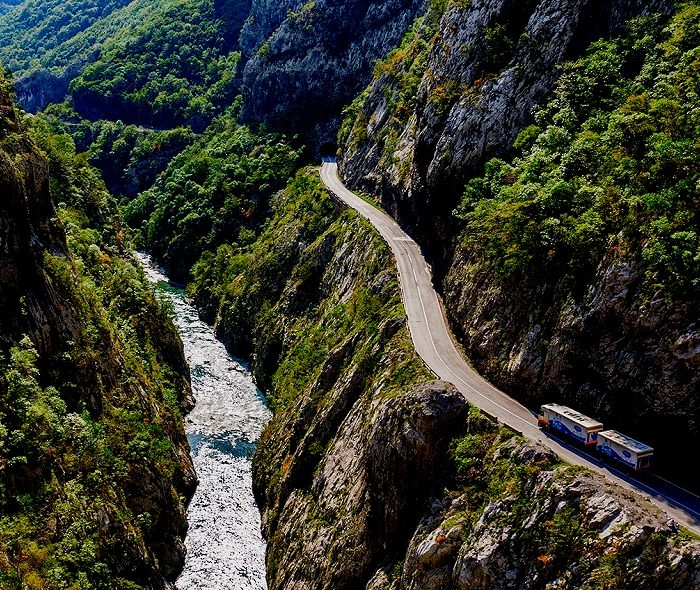 "Roads in Montenegro or the concept of ""polako"""