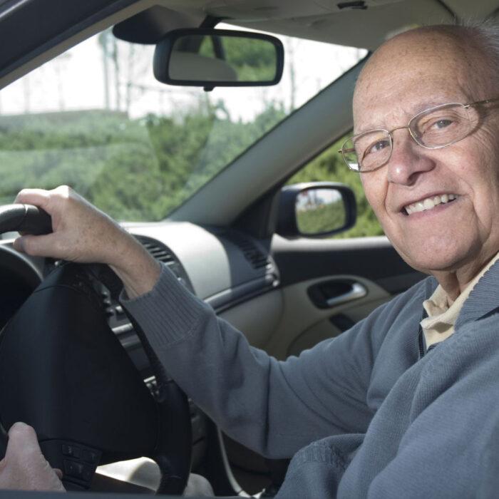 Renovación de la licencia de conducir a los 70 años (Reino Unido)